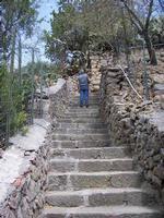 la scalinata della fortezza borbonica L'impervia scalinata che porta alla fortezza borbonica. Un luogo che dovrebbe essere    spesso visitato per capire.  - estate 2007  - Ficarra (3189 clic)