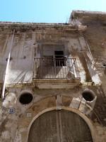 Il colombo sul balcone Il colombo sul balcone della Vecchia casa abbandonata   - Marsala (740 clic)
