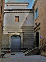 Il Teatro Achille Saitta L'ingresso del teatro Achille Saitta a fianco a dx l'ingresso del palazzo della cultura.  - Sant'angelo di brolo (2174 clic)