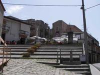 la piazza uno scorcio della piazza di Ficarra -  estate 2007  - Ficarra (2979 clic)