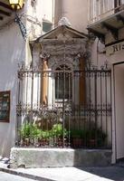 Edicola votiva  Edicola votiva dedicata a Sant'Anna  - Castelbuono (1494 clic)