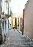 Via Roma La scalinata di Via Roma di Forza d'Agrò che pota alla Casa della Divina Bellezza di Alfredo La Malfa.   - Forza d'agrò (5471 clic)