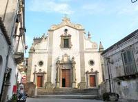 Il Duomo Veduta frontale del Duomo di Forza d'Agrò o  Chiesa di Santa Maria Annunziata e Assunta risalente all'anno 1400. Non è segnato come nessuno dei monumenti di Forza d'Agrò nelle mappe google  - Forza d'agrò (5728 clic)