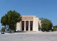 Cine Impero Nato nel 1920 come  ARENA ROMA  nel 1936 con la copertura fu trasformato in CINEMA IMPERO. Nel 1956 la struttura ha assunto l'attuale fisionomia  ed è anche TEATRO. E' a Piazza Vittoria.   -  agosto 2013 - Ph M.Pia Lo Verso  - Marsala (2110 clic)