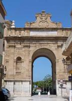 Porta nuova PORTA NUOVA  sta  alla  fine  della  Via  XI  Maggio  --   agosto 2013  - Marsala (1376 clic)