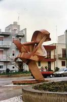 Doppia Spirale di Paolo Schiavocampo  Nella nuova Gibellina si inseriscono una seie di sculture quella della foto è di Paolo Schiavovampo situata in Via Ruggero  - Gibellina (2264 clic)