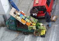 Yahoo Marcello fa la spesa. Ambulante  di frutta e verdura sulla moto APE  - Palermo (3220 clic)