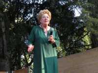 Elena La Verde  Elena La Verde - Presidente della Fondazione La Verde La Malfa nel suo discorso di apertura della manifestazione Solstizio d'Estate  - San giovanni la punta (4916 clic)