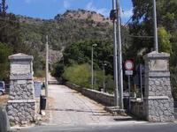 Inizio percorso pedonale salita Santa Rosalia La famosa acchianata al Monte Pellegrino (luogo di pellegrinaggio della Santa Protettrice di Palermo, comincia proprio in questo luogo.    - Palermo (3470 clic)