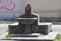 Abbeveratoio e fontana  Abbeveratoio e fontana antistante l'inizio della salita a piedi per il Monte