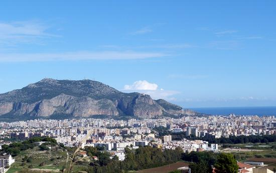 Panorama di Palermo con Monte Pellegrino - PALERMO - inserita il 28-Jan-16