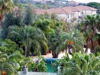 Hotel Garden la vegetazione lussureggiante degli spazi verdi dell'hotel Garden che si trova nella frazione Trappeto di S.Giovanni La Punta (CT)  - Trappeto (2718 clic)