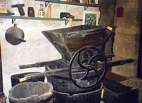 Enoteca Sicilia - Pistaròla (pigiatrice) Questo servizio fotografico sull'Enoteca Sicilia è stato re