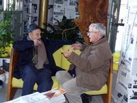 Schiavocampo e Scorsone in una foto scattata il 05.01.2012 Atelier sul Mare Paolo - Schiavocampo e Francesco Scorsone conversano nella hall dell'albergo  - Castel di tusa (3630 clic)