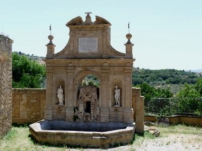 fontana delle Ninfe - LEONFORTE - inserita il 27-Nov-14
