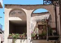 Via Di Stefano  Davanzale fiorito  - Castelbuono (2329 clic)