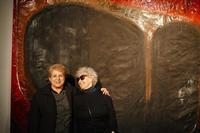 Renata Boero M.Pia e Renata Boero alle Case Di Stefano davanti ad un quadro di Renata Boero-  gennaio 2015 -  - Gibellina (1419 clic)