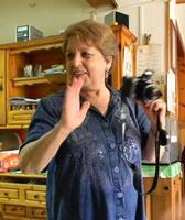 la fotografa Maria Pia Lo Verso la fotografa Maria Pia Lo Verso fotografata in occasione di una sua mostra a Sant'Angelo di Brolo   - Sant'angelo di brolo (6206 clic)