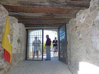 Ingresso alla torre - Via Pirandello Museo storico della pena e della tortura - giugno 2014  - Brolo (1183 clic)