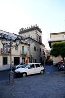 Piazzetta vicino al Museo Archeologico   - Randazzo (1226 clic)