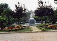 La villa di Piazza Don Bosco Quando a Palermo le ville erano tenute in ordine. Al centro la statua di Ettore Ximenes l'ascesa al Calvario maggio 2006  - Palermo (3104 clic)