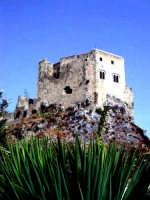 Il castello risale all'anno 1220, lo fece costruire Federico II d'Aragona. Nei secoli il castello passò in varie mani, gli Scaletta, i Peregrino, i Ventimiglia poi i Ruffo. All'interno c'è un interessante museo. Vi sono esposte armi da guerra, armature e oggetti artigianali, disposti ad arte nei vari ambienti.  - Scaletta zanclea (7086 clic)