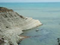 La scala è costituita in marna, una roccia sedimentaria di natura calcarea e argillosa, avente un caratteristico colore bianco. Il nome le viene dalle passate incursioni da parte dei saraceni, genti arabe e, pirati turchi.  - Scala dei turchi (35545 clic)