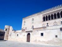 In questo castello venne imprigionata la princippessa Bianca di Navarra dal perfido conte Bernardo Cabrera. In stile eclettico, il castello è comunque unico nel suo genere, bello e interessante da visitare.  - Donnafugata (5229 clic)