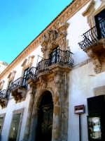 Uno dei più monumentali palazzi barocchi della città.    - Scicli (7396 clic)