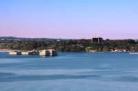 Panorama della rada di Augusta con i Forti Garcia e Vittoria e l'Hangar dirigibili  - Augusta (8013 clic)