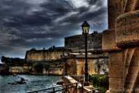 Rivellino Il Castello Svevo visto dal Rivellino della quintana, che sosteneva l'antico ponte che univa l'isola alla terraferma.  - Augusta (5795 clic)