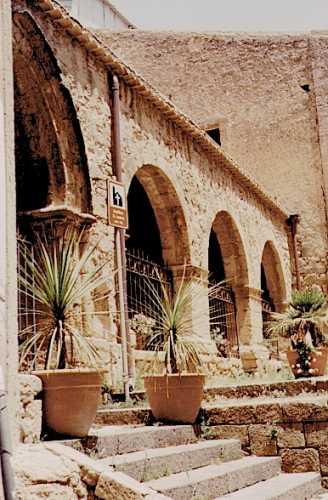 Portico basilica di San Leone Assoro - ASSORO - inserita il