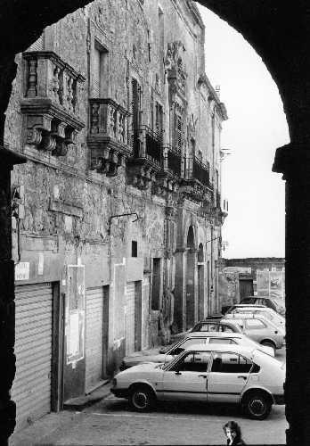 Palazzo Valguarnera Assoro  - ASSORO - inserita il