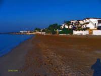 spiaggia a dx degli scogli bianchi  - Marina di noto (14430 clic)