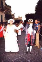 docenti in maschera del 2 Ist. Comp. plesso Don Bosco carnevale 2004  - Noto (4425 clic)