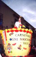 carro allegorico del 1 Ist. Comp. carnevale 2004  - Noto (4128 clic)