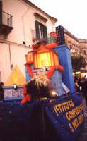 Carnevale nelle Scuole il carro della Melodia carro allegorico del 2 Ist. Comp. carnevale 2004  - Noto (3970 clic)
