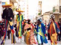 Carnevale nelle Scuole Docenti in maschera CARNEVALE 2004 ORGANIZZATO DALL'ASSOCIAZIONE TURISTICA PRO NOTO   - Noto (3713 clic)