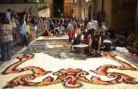 Venerdì preparazione Infiorata di Via Nicolaci  - Noto (4771 clic)