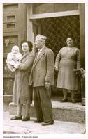 i miei cari nonni con mia madre - 1955 Sommatino 1955 - Foto con i nonni  - Sommatino (1883 clic)