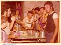 Pasquetta tra amici e parenti -1974 Sommatino 1974 - Pasquetta  - Sommatino (1776 clic)