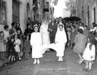 Padre accompagna la sposa Corteo matrimoniale - Sommatino 1954  - Sommatino (3908 clic)