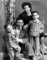 1960 - foto della famiglia Emma 1960 - foto di famiglia  - Sommatino (5752 clic)