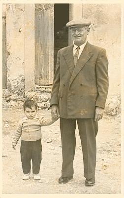 Emma Antonino 1957 e nonno Lo Porto Salvatore - SOMMATINO - inserita il