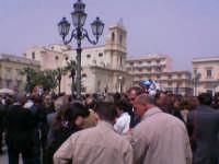 Pasqua festeggiata in piazza Umberto 1°con sfondo della Chiesa Madre.  - Avola (3173 clic)