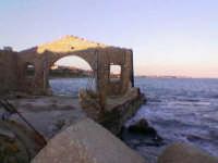 Rovine della tonnara di Avola con sfondo sul litorale avolese  - Avola (4164 clic)