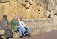 Anziani al sole LA PENNICHELLA  - Castelbuono (5040 clic)