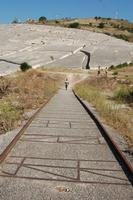 Il binario perduto Particolare dello scenario surreale con il panoramico Cretto di Burri sullo sfondo. La vecchia Gibellina è ormai svanita e i suoi ricordi sfrecciano via come un treno inarrestabile.  - Gibellina (2475 clic)