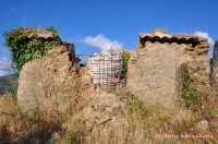 Un rudere delle campagne pirainesi  - Piraino (6516 clic)