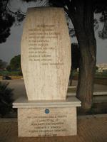 monumento in memoria di pirandello   - Agrigento (5398 clic)